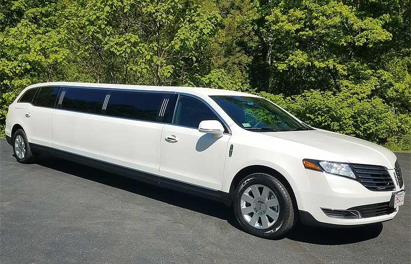 New Lincoln Town Car Limousine 10 Passenger White Emerald Square